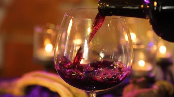 stolní svíčky sklenice na víno