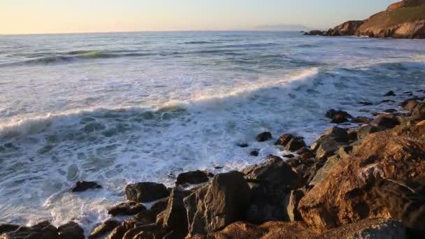 Óriási hullámokat, California