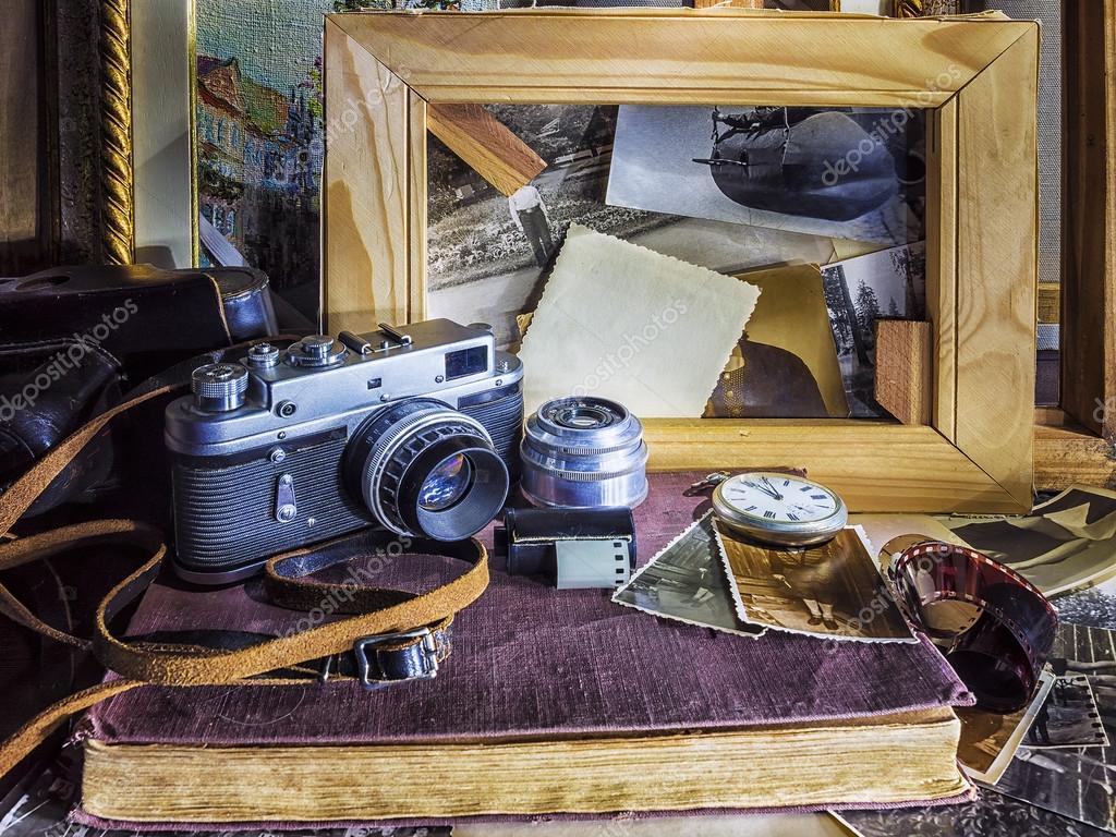 composition d 39 objets vintage sur le fond de l ancien photographie deb 37 99263040. Black Bedroom Furniture Sets. Home Design Ideas