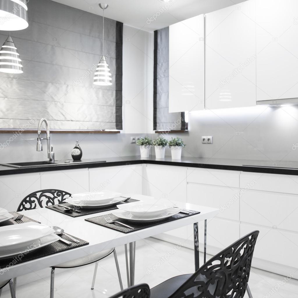 moderne weiße Küche — Stockfoto © photographee.eu #101526704