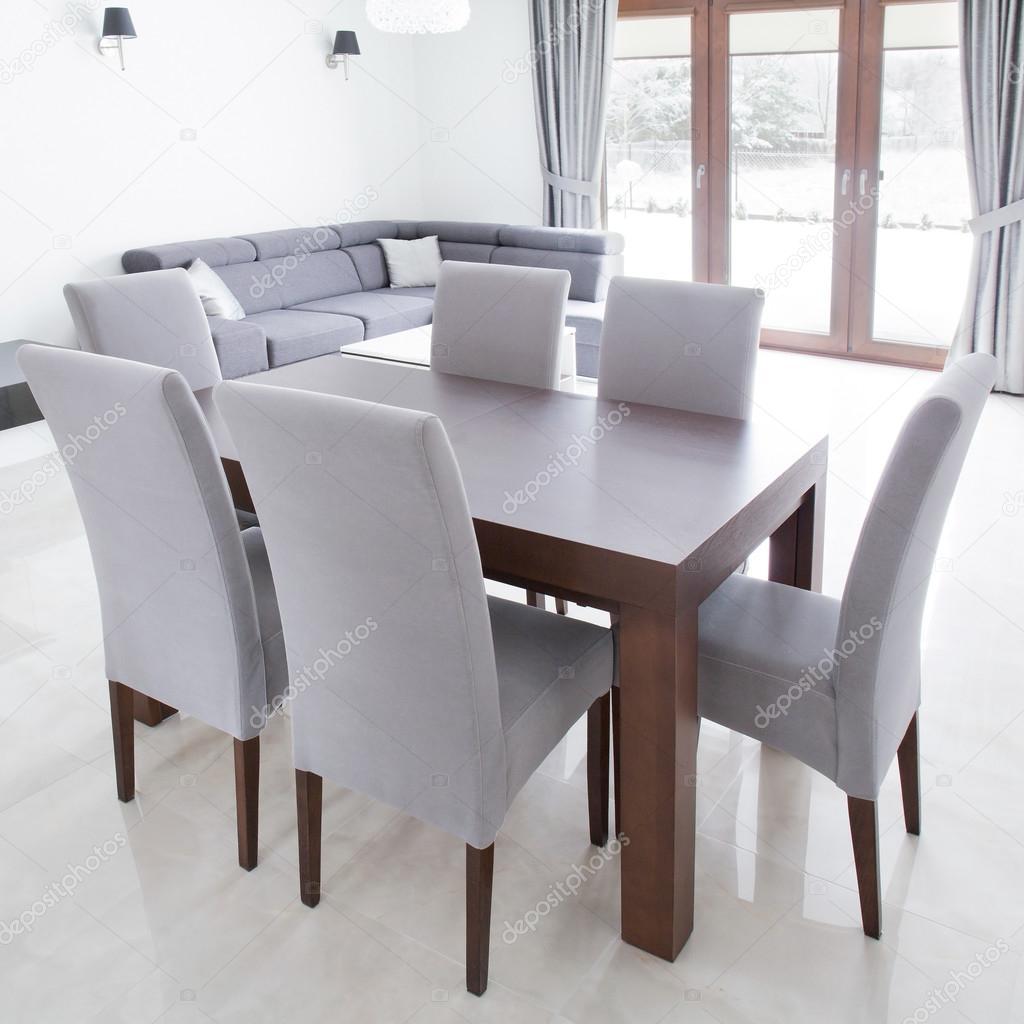 — Stockfoto photographee und Tisch Stühle eu101527246 Graue © fgvIY7b6y