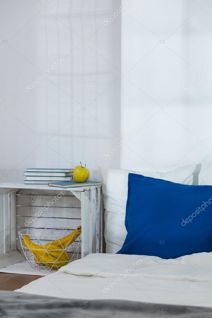 Accogliente camera da letto in stile scandinavo progettato for 2 piani camera da letto ranch