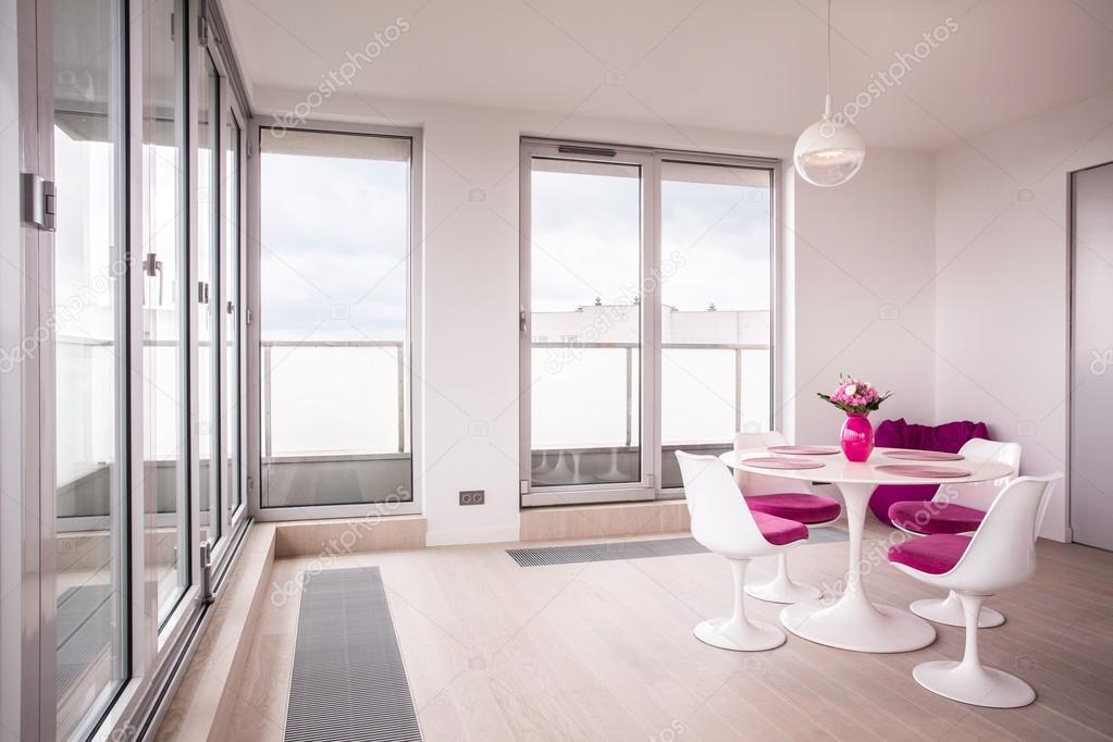 Moderne eetkamer meubels — Stockfoto © photographee.eu #104135368