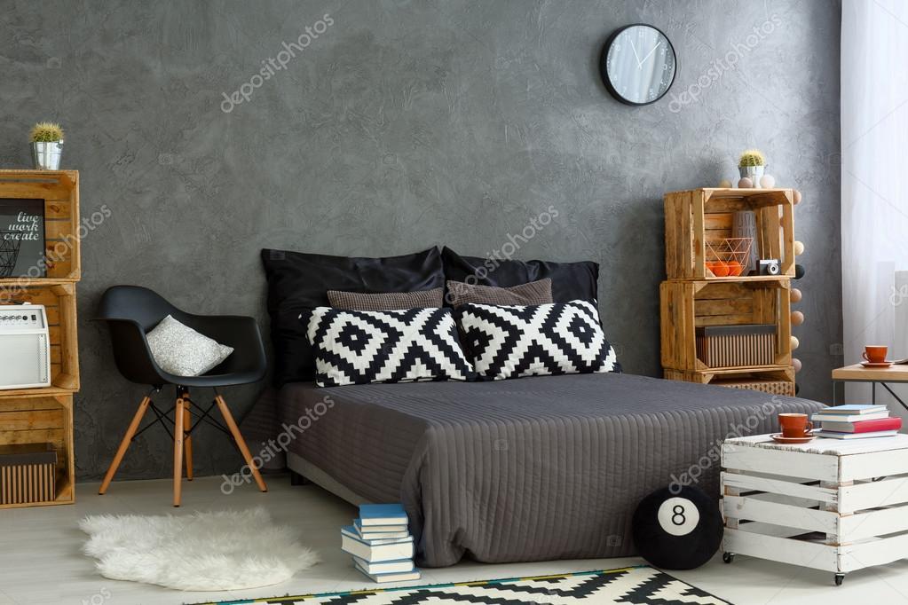 Neue Schlafzimmer Mit Kreativen Diy Mobel Stockfoto