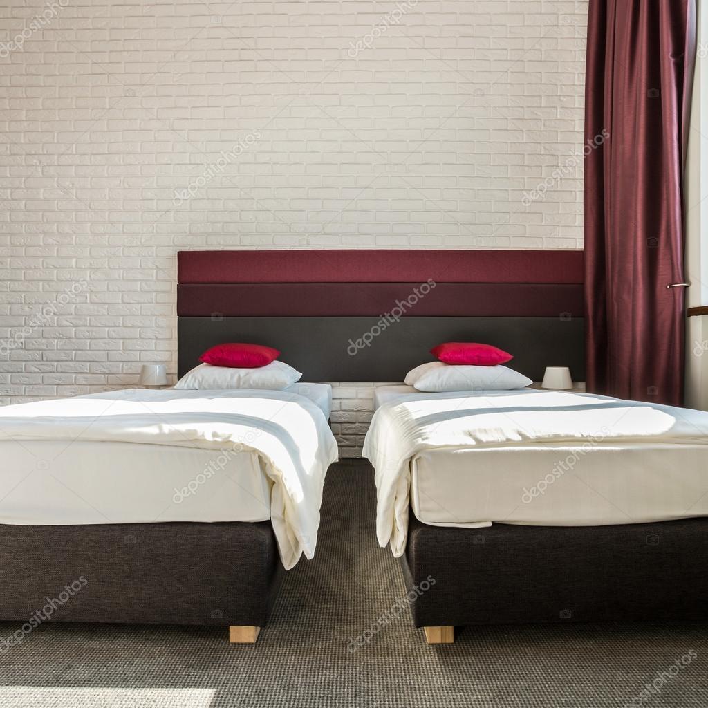 Quarto Com Duas Camas De Solteiro Stock Photo Photographee Eu  ~ Quarto Com Duas Camas Com Mansões De Luxo Quarto
