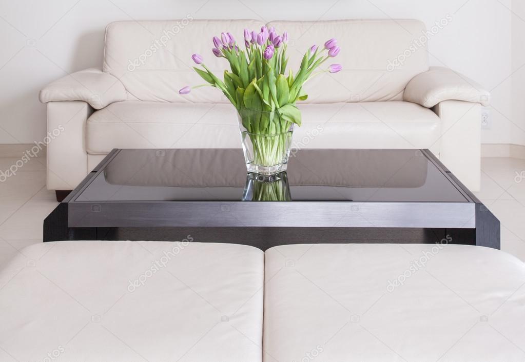 Woonkamer met crème sofa — Stockfoto © photographee.eu #109899098