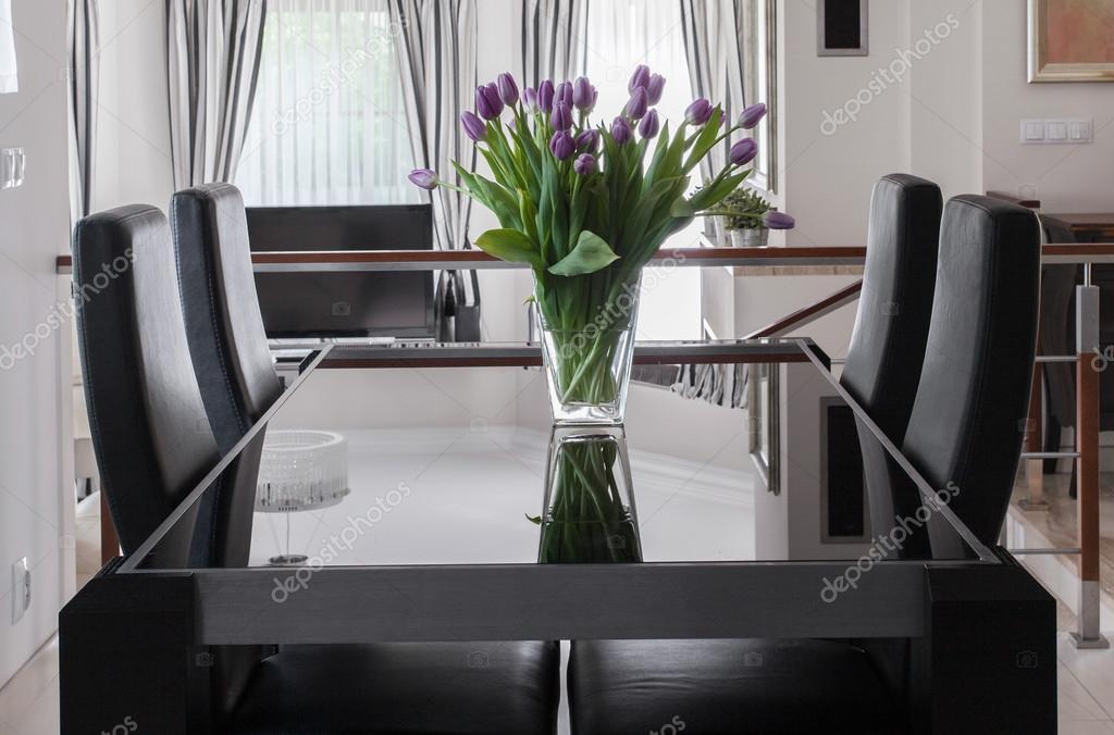 Mesa comedor negra y sillas — Fotos de Stock © photographee.eu ...