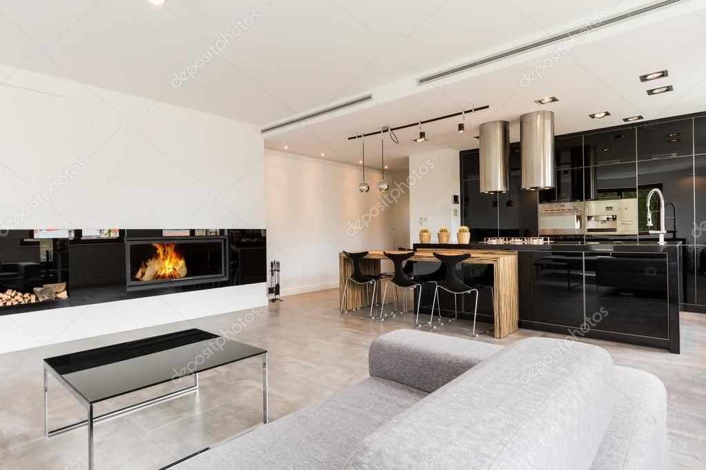 Luxe woonkamer en keuken gecombineerd — Stockfoto © photographee.eu ...