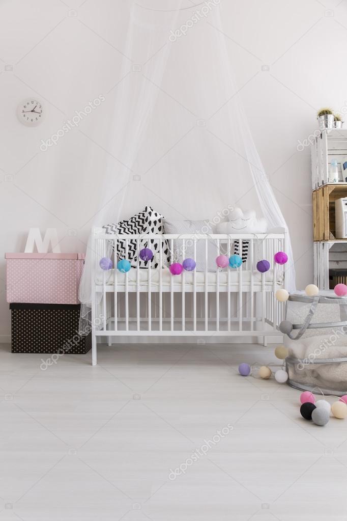 Leuke slaapkamer van prinsesje — Stockfoto © photographee.eu #111974166