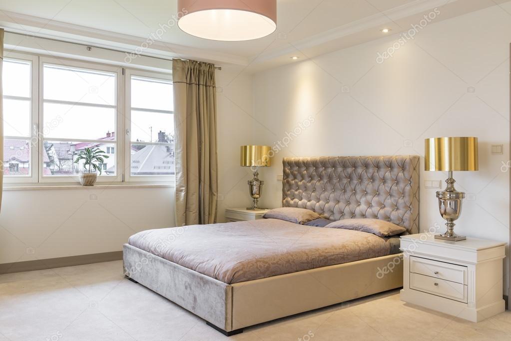 Lussuosa camera da letto per due persone — Foto Stock ...
