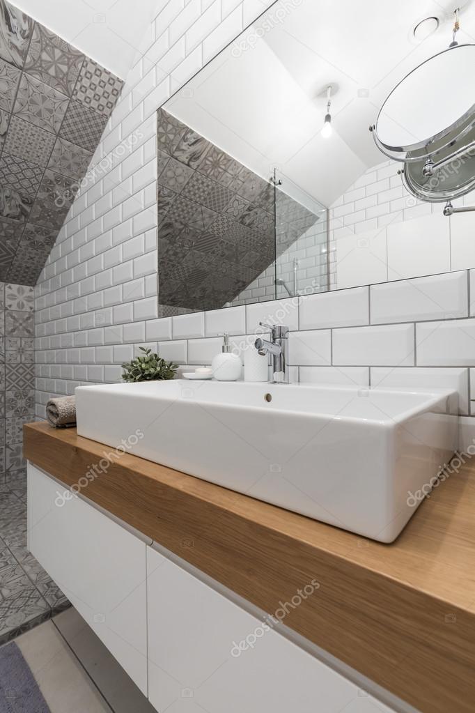 Nuovo bagno di design con mattoni bianchi effetto - Muffa piastrelle doccia ...