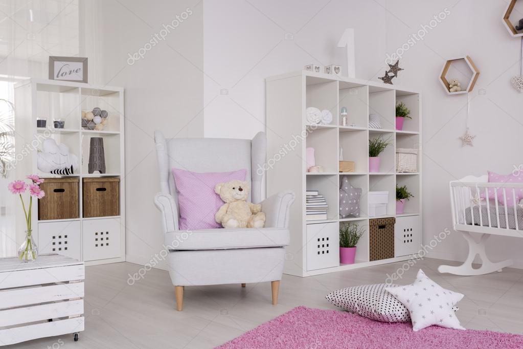 Comfortabele inrichting van de kamer van een hedendaagse baby