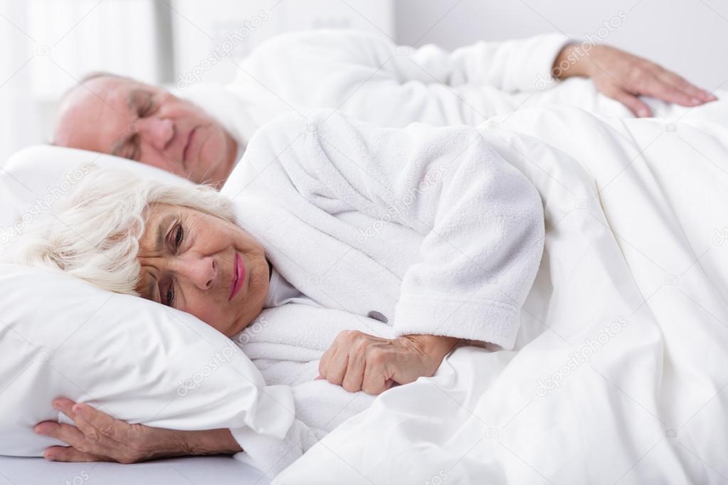 Aufteilung Der Träume In Einem Bett Stockfoto Photographeeeu
