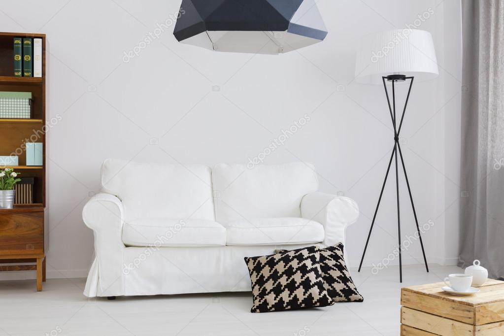 Arredamento semplice ma elegante di un appartamento for Arredamento stock