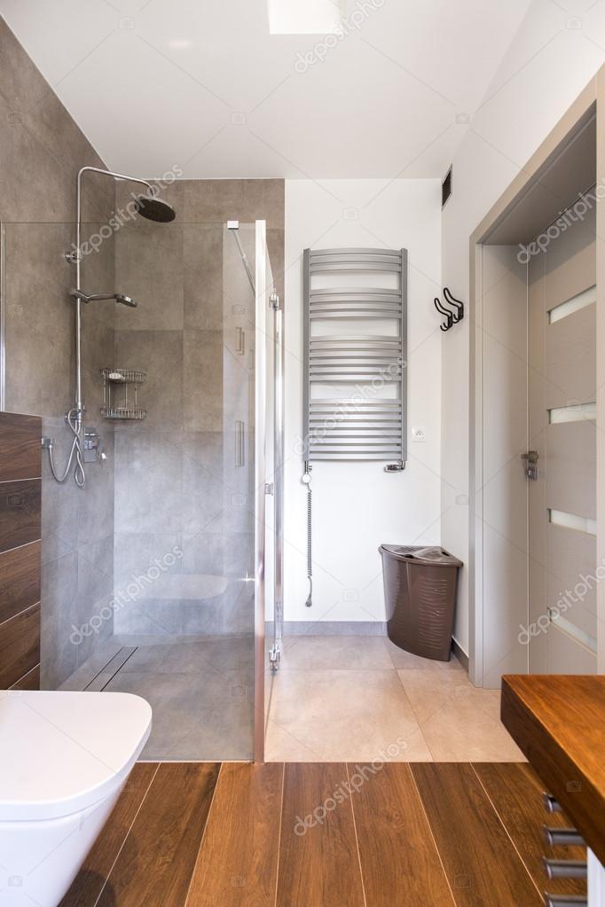 Cuarto de baño elegante y moderna ducha — Fotos de Stock ...
