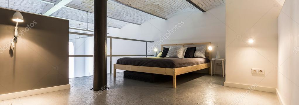 Loft entresol slaapkamer — Stockfoto © photographee.eu #117890442