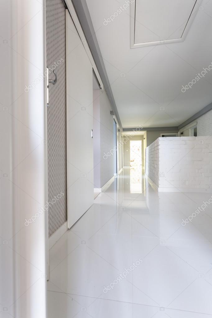 Villa blanche couloir idée — Photographie photographee.eu ...