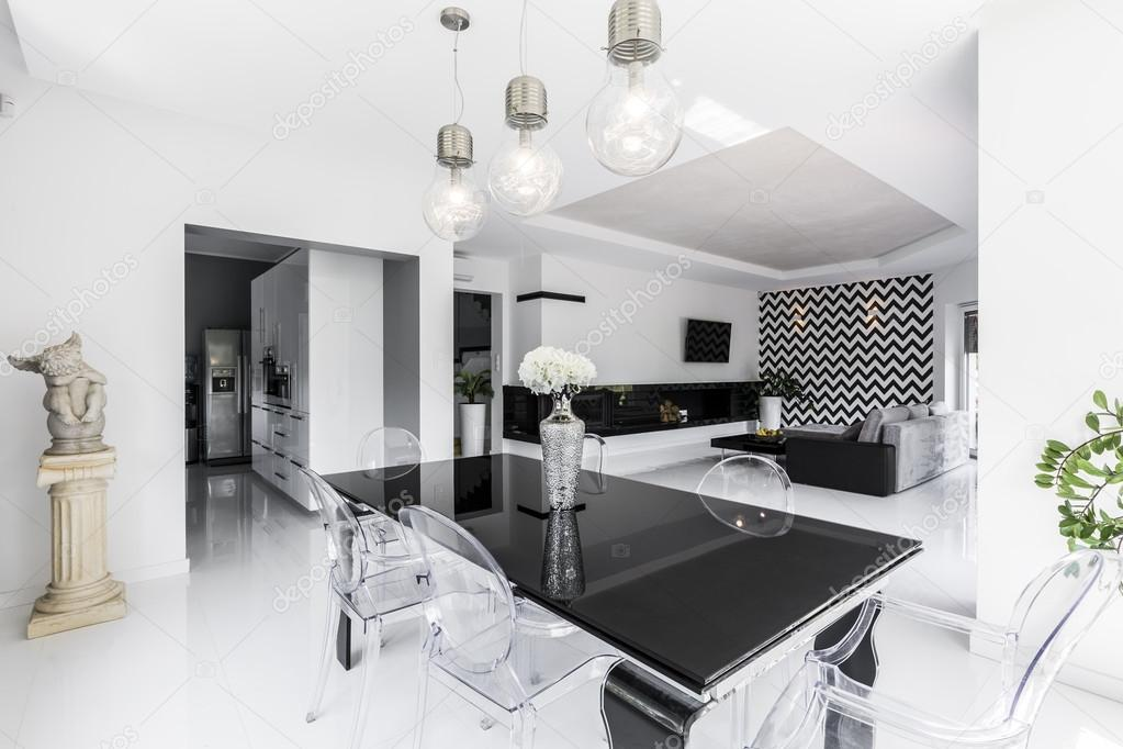 Zwart Wit Appartement : Open verdieping appartement in zwart wit u2014 stockfoto © photographee
