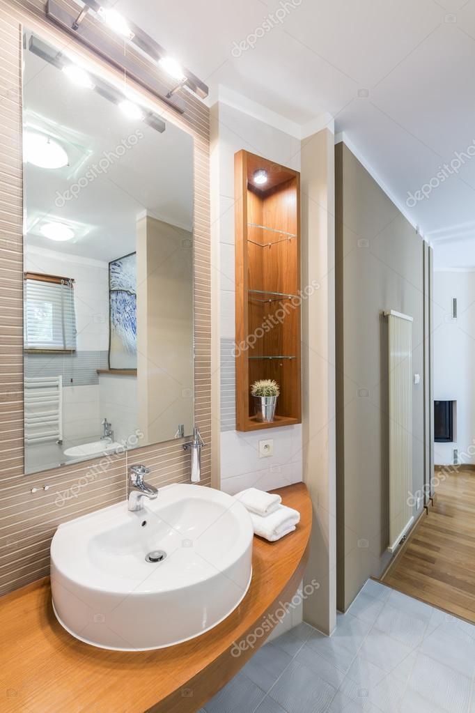 Cuarto de baño con la idea de iluminación decorativa — Foto de stock ...