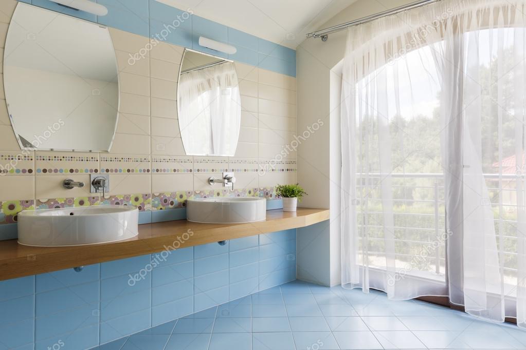 Luce blu bagno per due u foto stock photographee eu