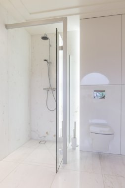 Simple but luxurious bathroom in marble