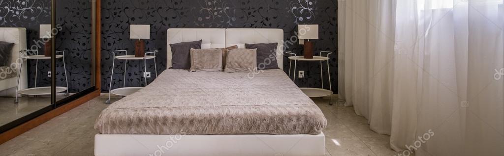 Camera da letto arredata con gusto — Foto Stock © photographee.eu ...