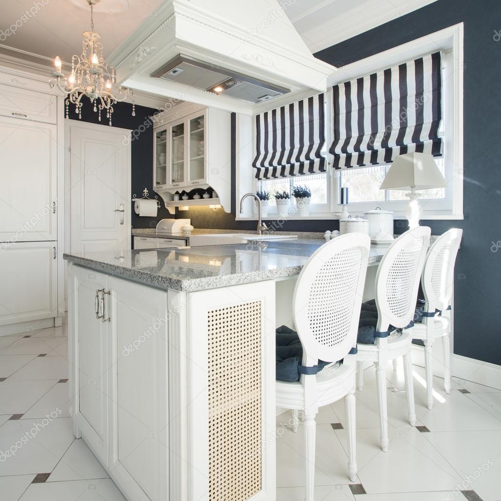 Cucina con sala da pranzo — Foto Stock © photographee.eu #119218978