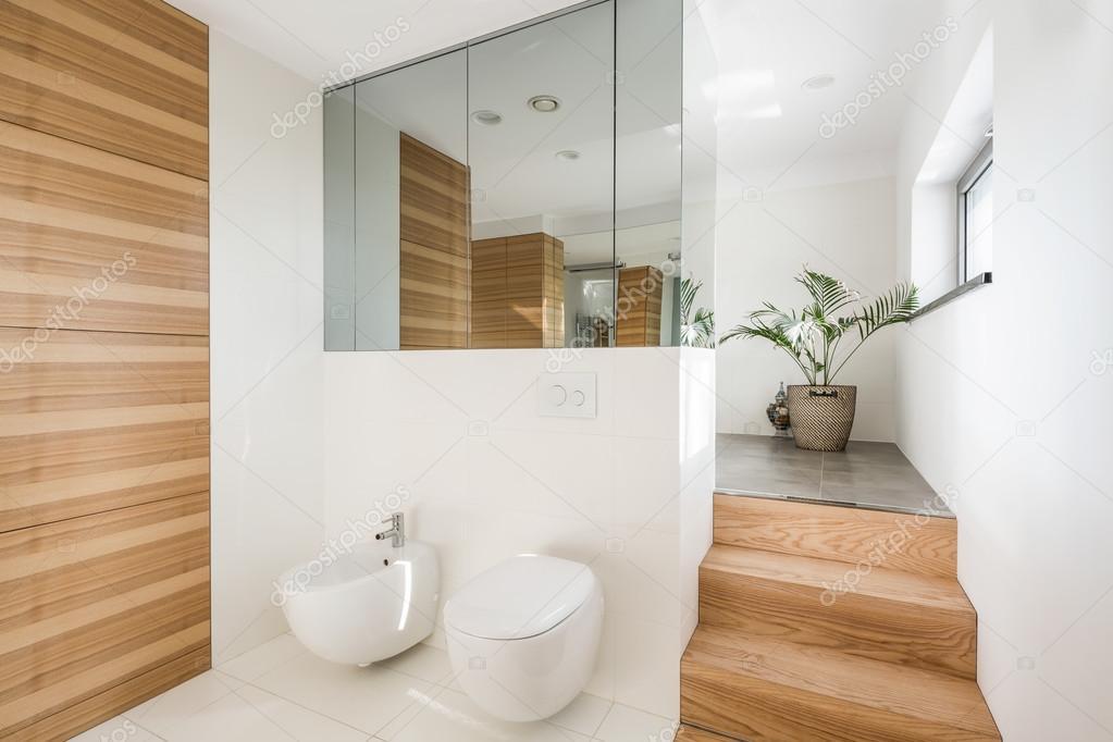 Cuarto de baño loft minimalista — Fotos de Stock © photographee.eu ...