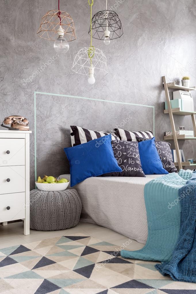 Nuovo arredamento camera da letto grigio idea — Foto Stock ...