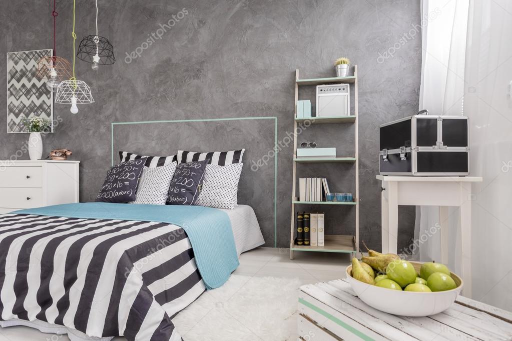 Trendy slaapkamer met nieuwe muur klaar bent met het idee ...