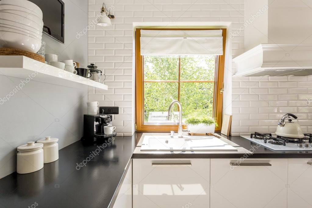 Cucina in muratura bianca — Foto Stock © photographee.eu #121636990