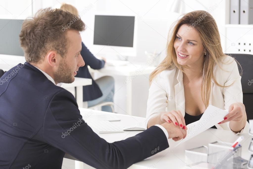 Flirten hand berühren