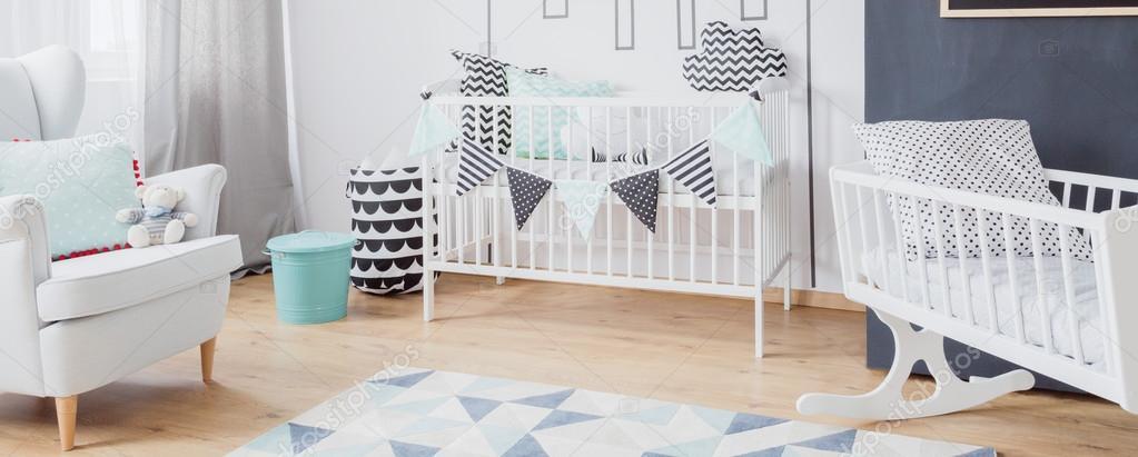 baby jongen slaapkamer idee stockfoto