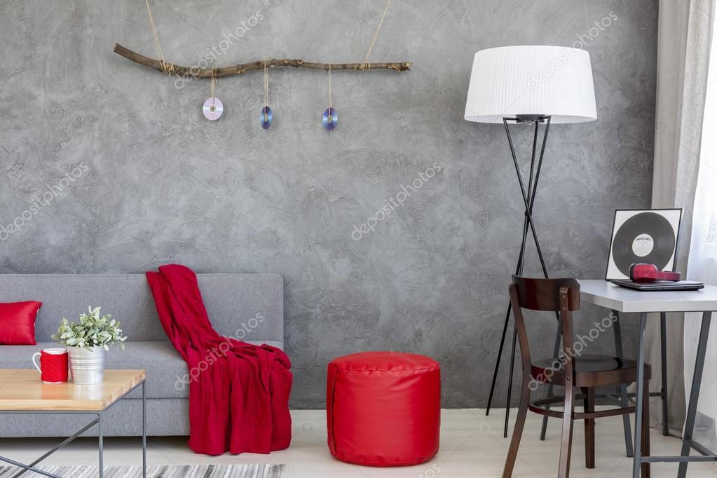 Decoratie Woonkamer Rood : Overheersende rol van grijs en rood in stijlvolle interieur