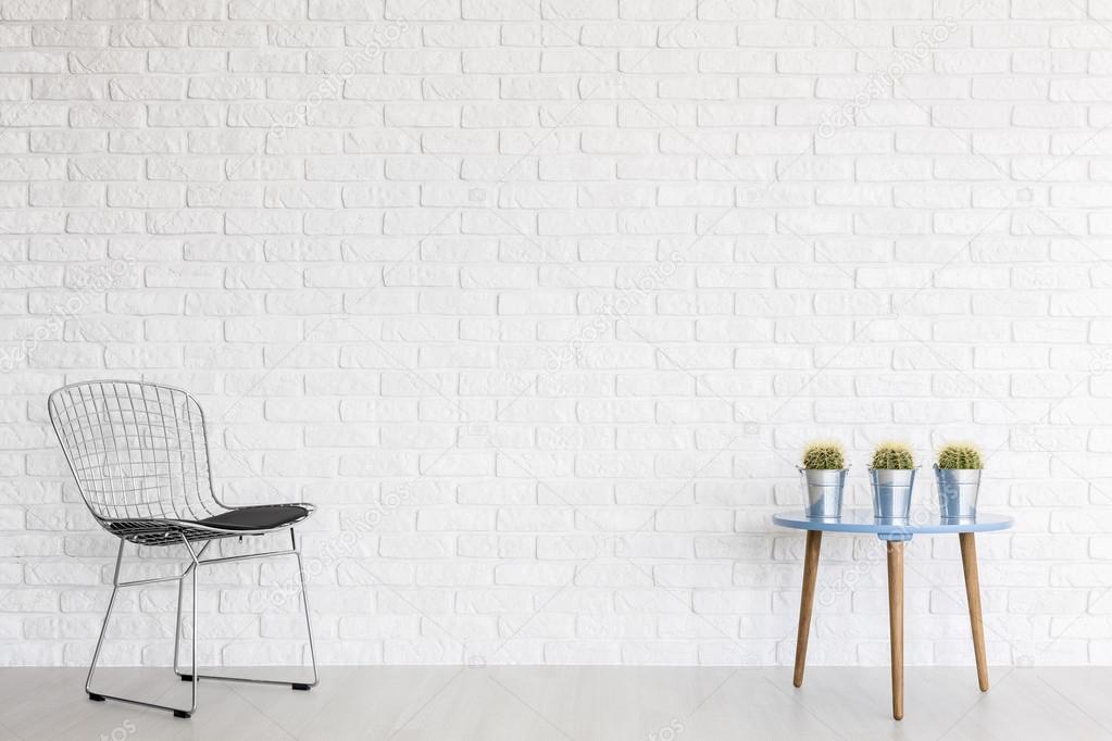 Cutting edge rusten ter plaatse in een minimalistisch interieur