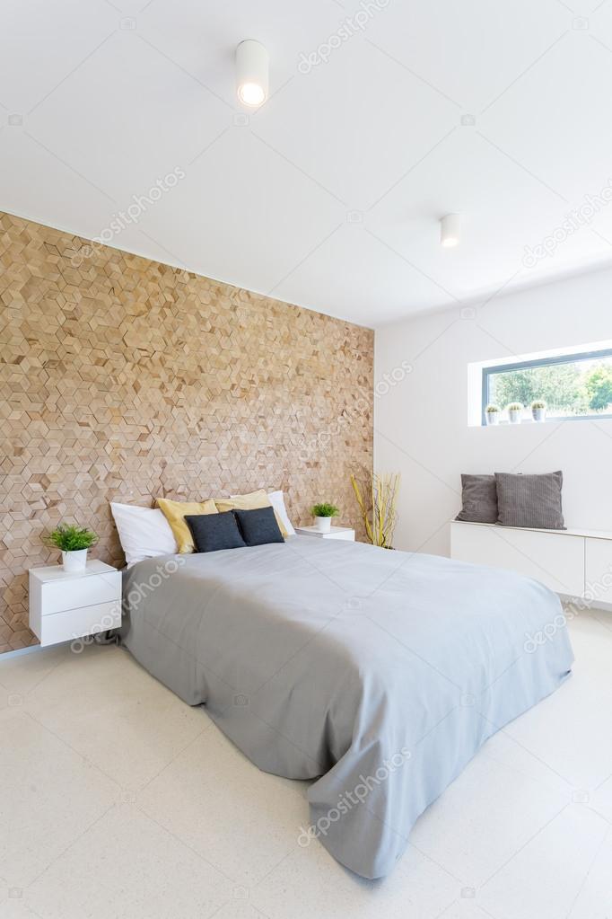 Hout muur in de slaapkamer — Stockfoto © photographee.eu #123195688