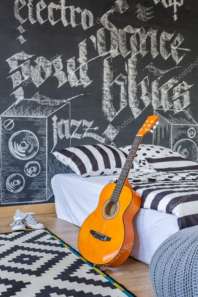 Camera da letto di un amante della musica — Foto Stock ...