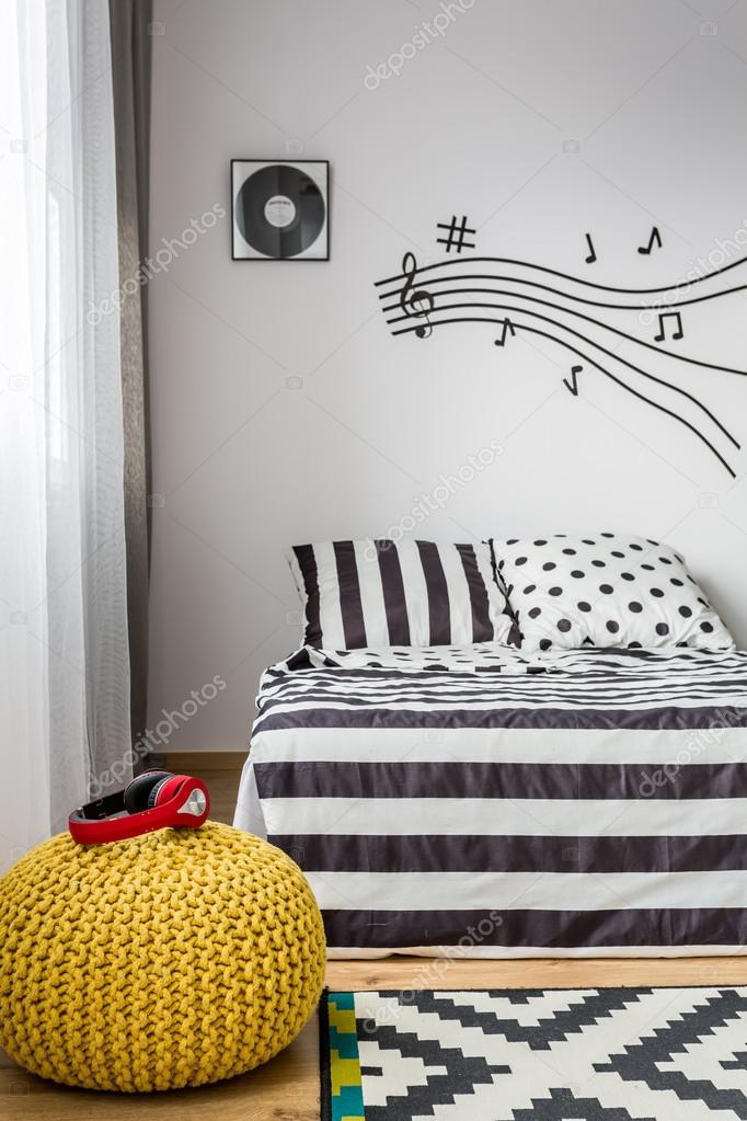 Camera da letto da sogno di un amante della musica — Foto Stock ...