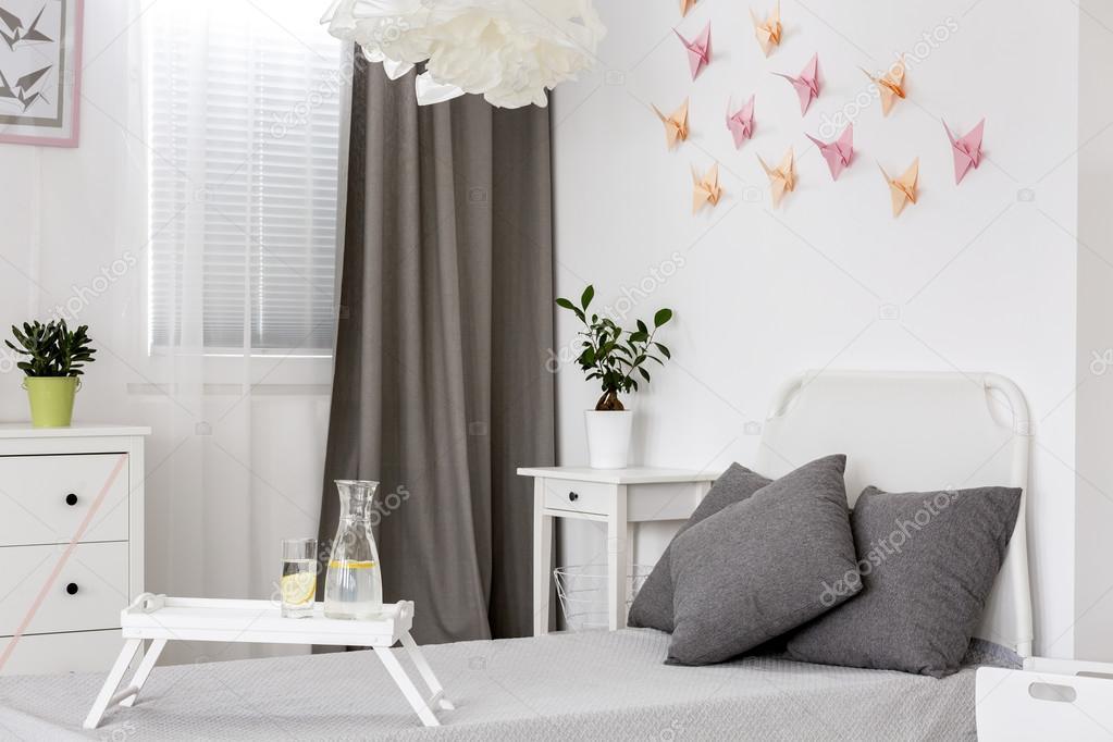 Slaapkamer in wit en grijs idee u stockfoto photographee eu
