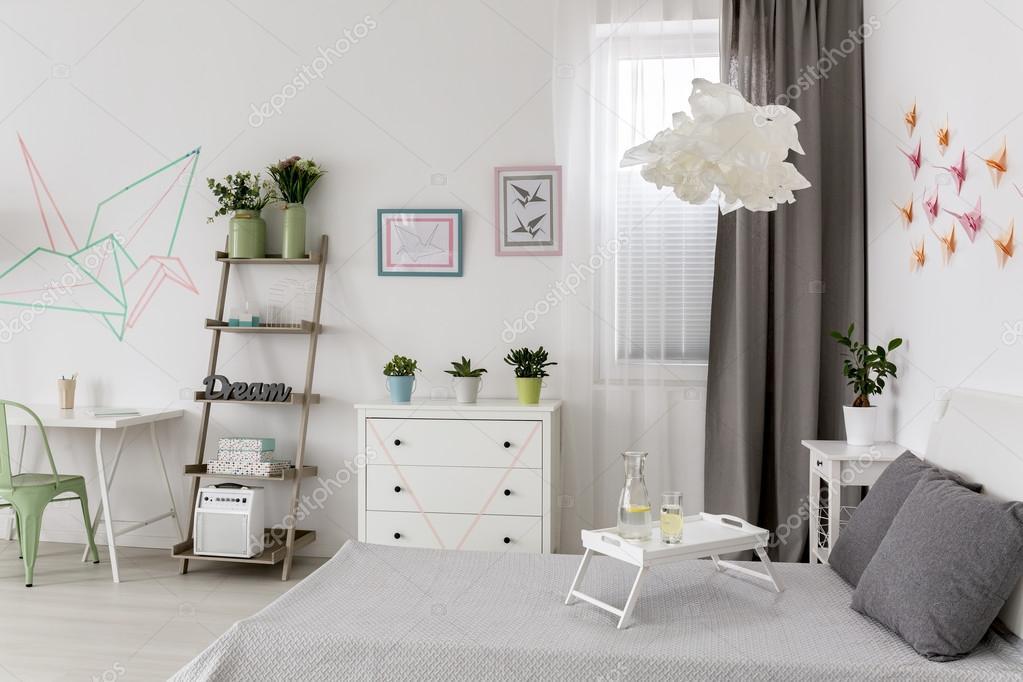 Arredamento Ufficio Fai Da Te : Appartamento nuovo con arredamento creativo idea u foto stock