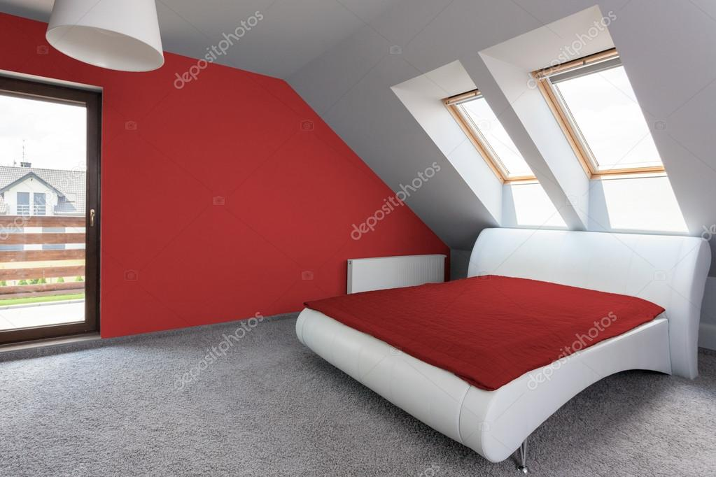 Camera da letto moderna bianca e rossa foto stock - Camera da letto contemporanea bianca ...