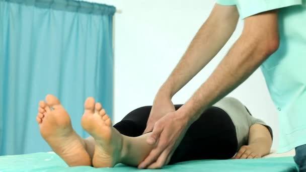 kolenní rehabilitace na fyzioterapii video