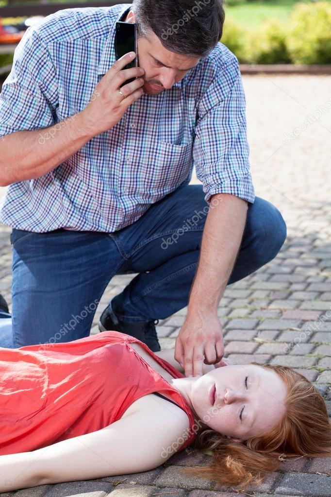 Секс отсосала девушка сознание потеряла а парень массаж простатита порно