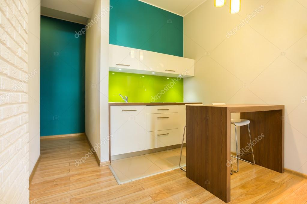 Kleine keuken in nieuwe appartement u stockfoto photographee eu