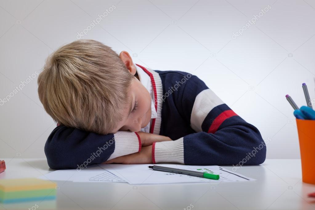 Lycéen dormir au bureau u photographie photographee eu