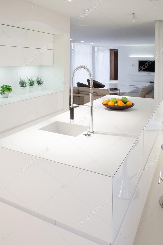 Kücheninsel elegante Haus — Stockfoto © photographee.eu #62385527