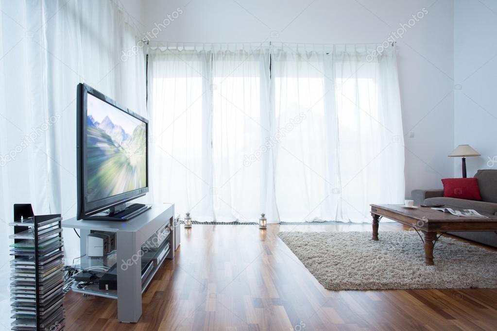 Witte gordijnen in de woonkamer — Stockfoto © photographee.eu #65994581