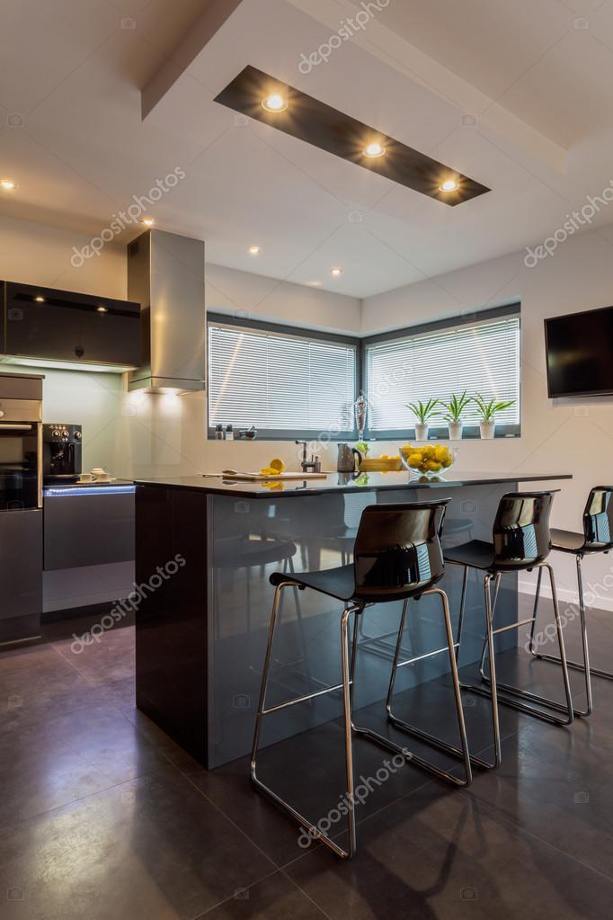 Kücheninsel und Esszimmer — Stockfoto © photographee.eu #69223489