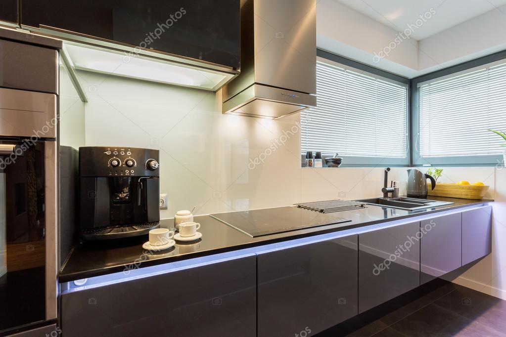 Van Boven Keukens : Elegante zilveren keuken boven u2014 stockfoto © photographee.eu #69223567