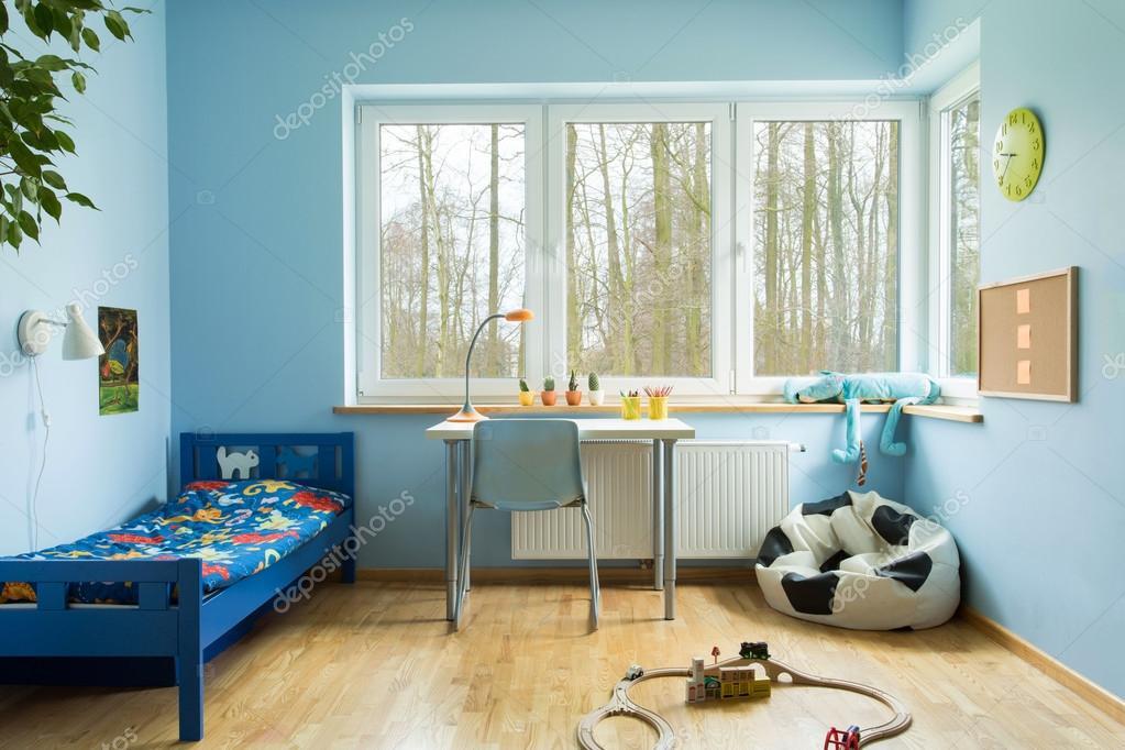 Junge Kleinkind Zimmer — Stockfoto © photographee.eu #70951251